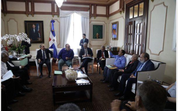 Danilo Medina da seguimiento a construcción Santuario Santo Cristo de los Milagros
