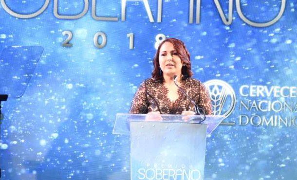 Anuncian a Nashla Bogaert y Roberto Ángel Salcedo presentadores de Premios Soberano 2018