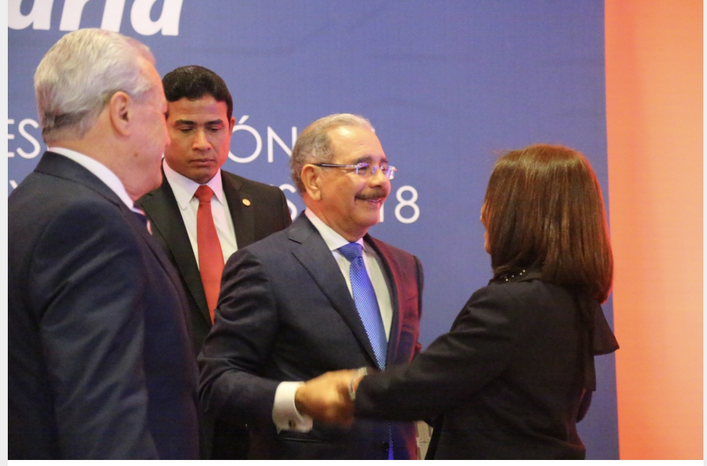 VIDEO: Danilo Medina asiste a presentación resultados Banca Solidaria; más de 430 mil mipymes beneficiadas