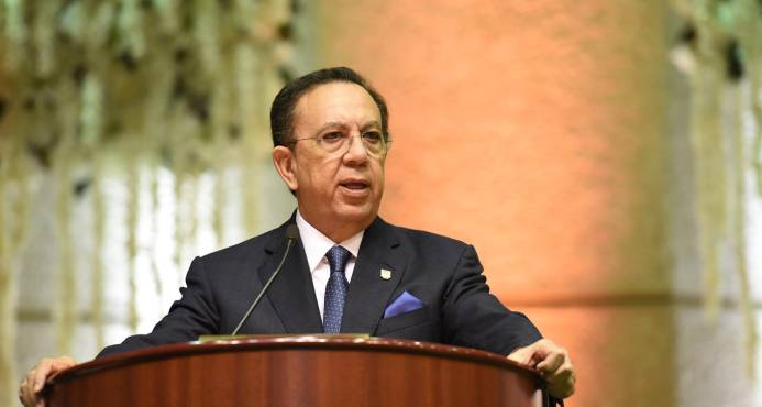 """Gobernador del Banco Central asegura economía dominicana """"tiene dólares y vienen dólares"""""""