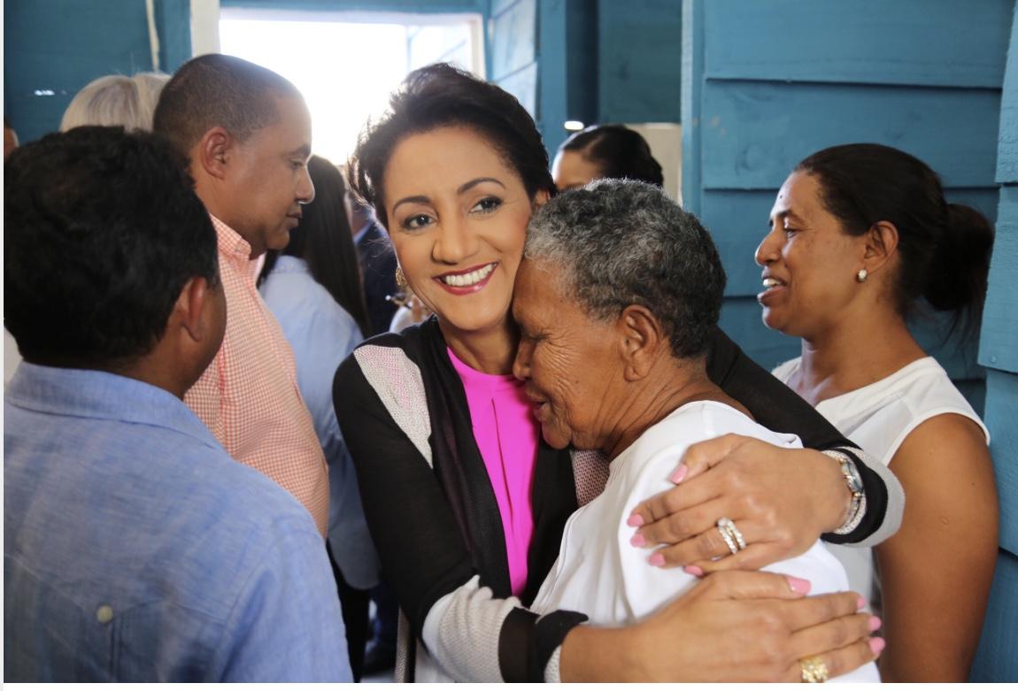 Alegría en Duvergé; Primera Dama entrega 21 viviendas, remodelación de capilla y asfaltado de calles