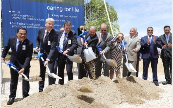 Danilo asiste a primer palazo construcción plantaFresenius Kabi. Más empleos e inversión