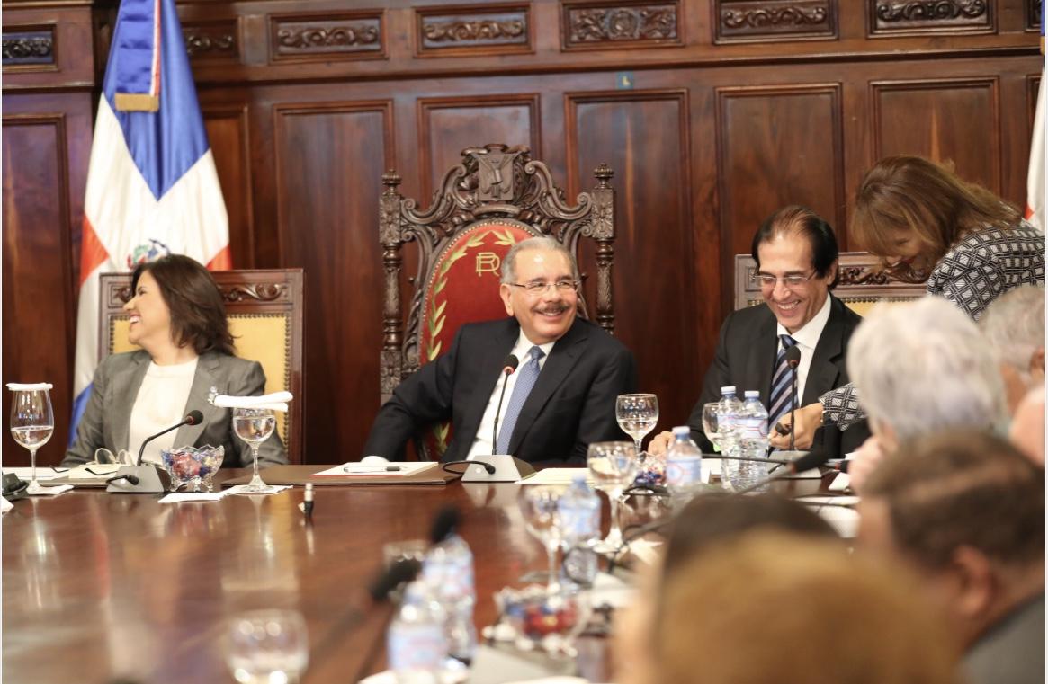 Danilo examina avances metas Gobierno; exhorta a funcionarios reforzar valores ética e integridad