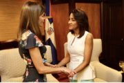 Primera Dama Cándida Montilla de Medina despide en aeropuerto a la reina de España, Letizia Ortiz de Borbón, tras agotar agenda en RD