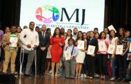 Ministra de la Juventud encabeza entrega de becas a 1,162 jóvenes beneficiados del programa Agentes del Cambio, en el marco de República Digital