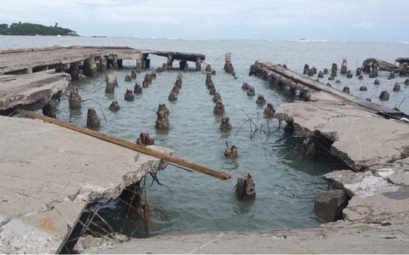 Viceministro de Turismo Julio Almonte aboga porque se agilizen los trabajos de remodelacion y reconstruccion del muelle de carga, muelle turistico y espigon de pescadores.