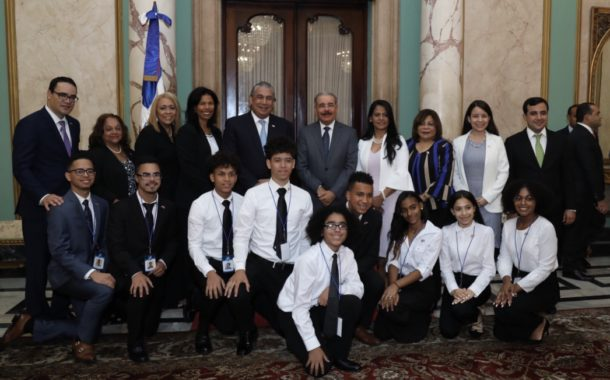Presidente Danilo Medina recibe a diez estudiantes meritorios de Nueva York descendientes de padres dominicanos