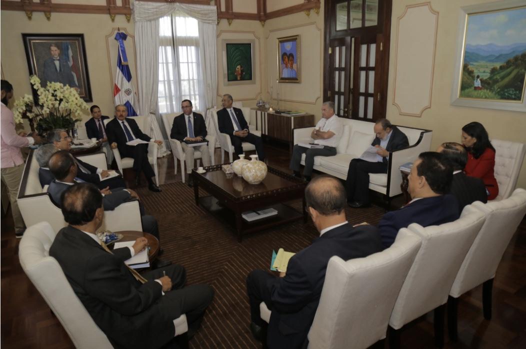 Presidente Danilo Medina da seguimiento a programa de edificaciones escolares