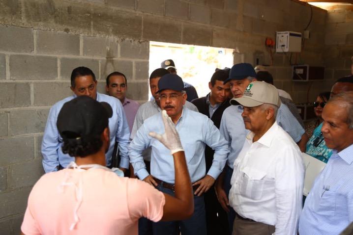Danilo constata impacto de proyectos surgidos de Visitas Sorpresa en mejoría de la vida de gente de Barahona, San Juan y Azua