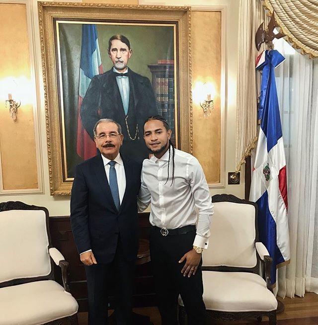 Mozart La Para visita al presidente Medina en el Palacio Nacional