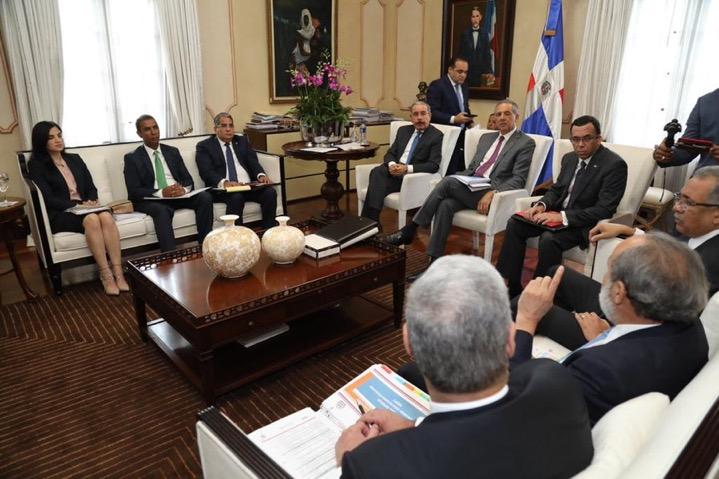 Danilo Medina encabezó una reunión para dar seguimiento a los avances en la construcción de escuelas, liceos y estancias infantiles.
