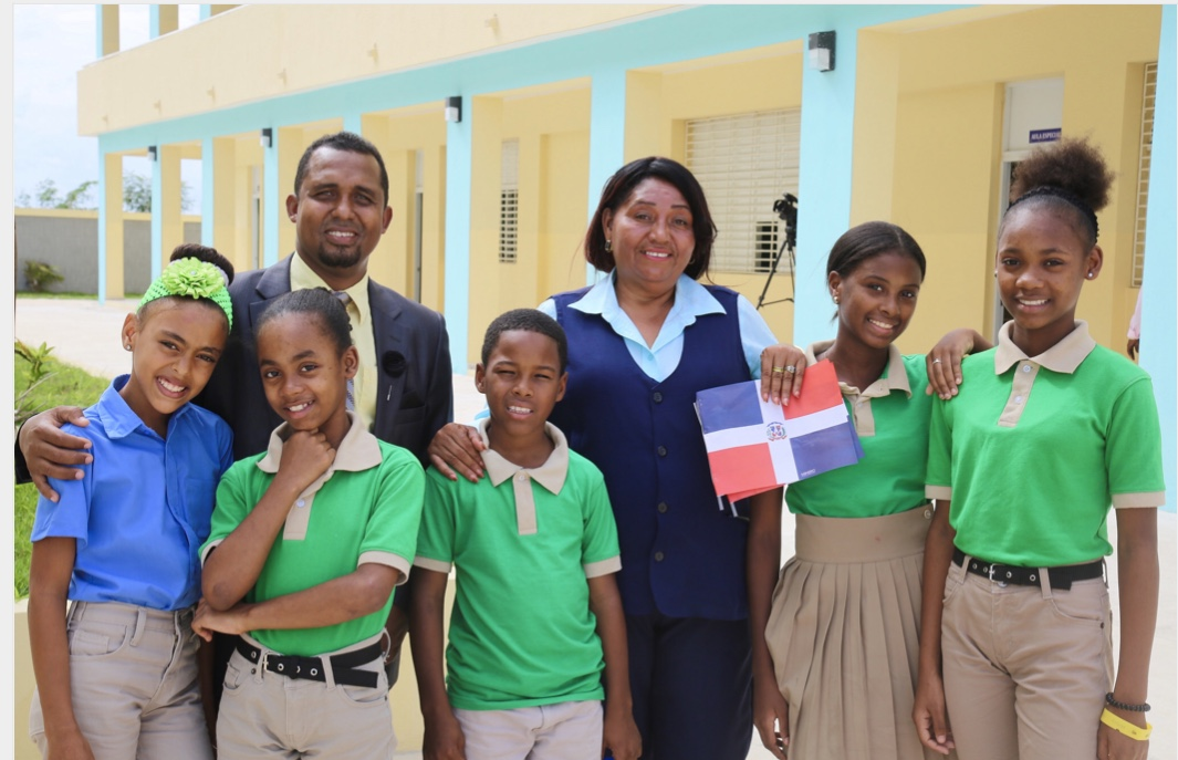 VIDEO: San Pedro de Macorís: presidente Danilo Medina entrega dos escuelas a más de 1,200 estudiantes