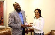 Vladimir Guerrero visita a la primera dama en respaldo al Invitacional Mundial de Olimpiadas Especiales