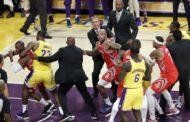 El estreno de LeBron James en Los Ángeles acaba en pelea y derrota de los Lakers