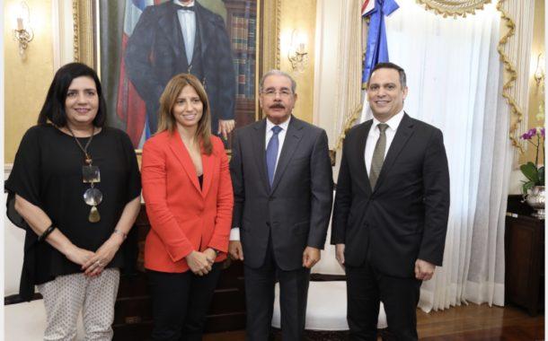 Danilo Medina recibe visita cortesía presidenta Altice en el país, Ana Figueiredo. Empresa continuará apoyando República Digital
