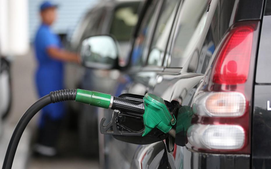 Gobierno baja entre RD$2.00 y RD$5.00 a los combustibles