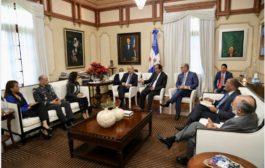 Danilo Medina se reúne con titulares instituciones funcionamiento y reordenamiento del transporte