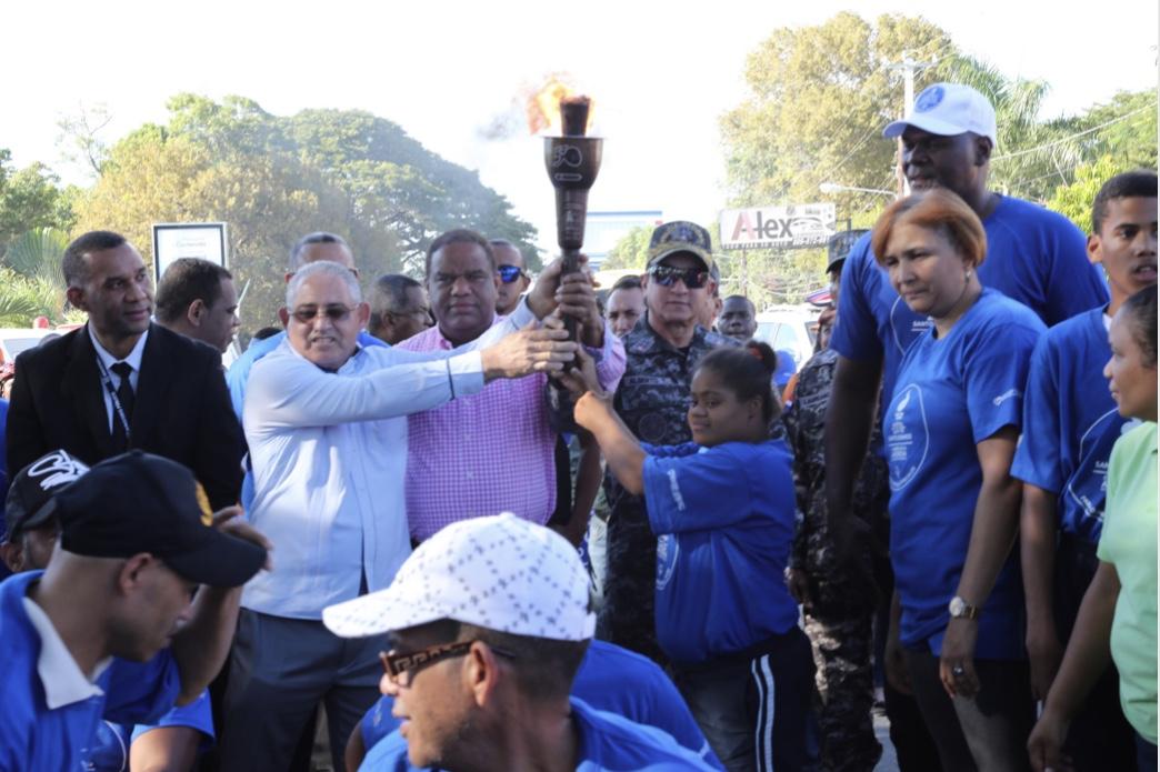 Ministro de Deportes encabeza recorrido de la antorcha de Olimpiadas Especiales en Mao