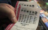 Pareja de EEUU halla boleto de lotería premiado con USD 1,8 millones al limpiar su casa
