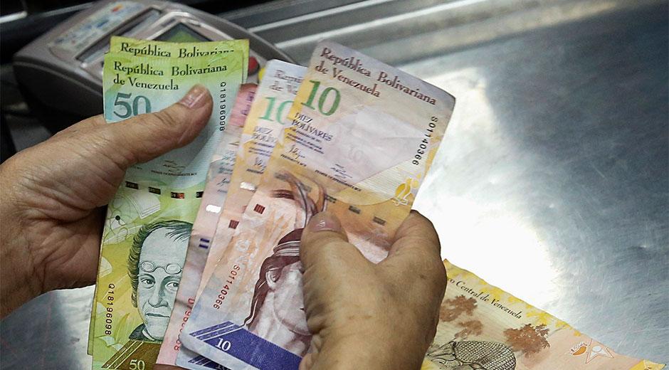 Maduro incrementa 2,5 veces el salario mínimo en Venezuela, y alcanza los 52 dólares al mes