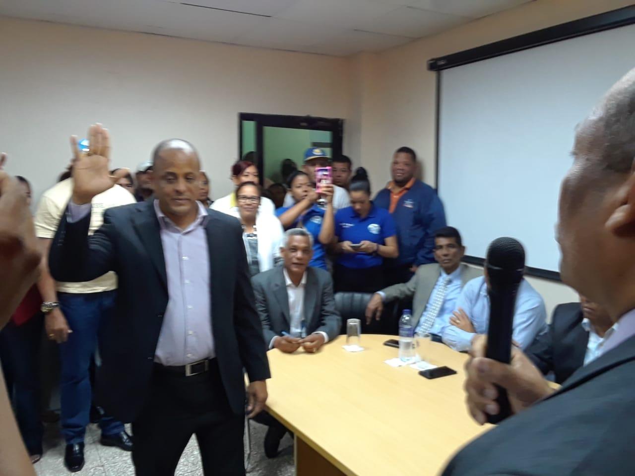 Juramentan nuevo director del hospital Jaime Mota, de Barahona
