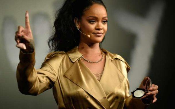 """Rihanna demanda a su papá por usar su nombre """"indebidamente"""""""