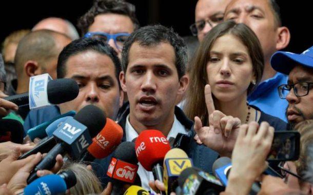 Guaidó redobla la presión para alejar a los militares de Maduro