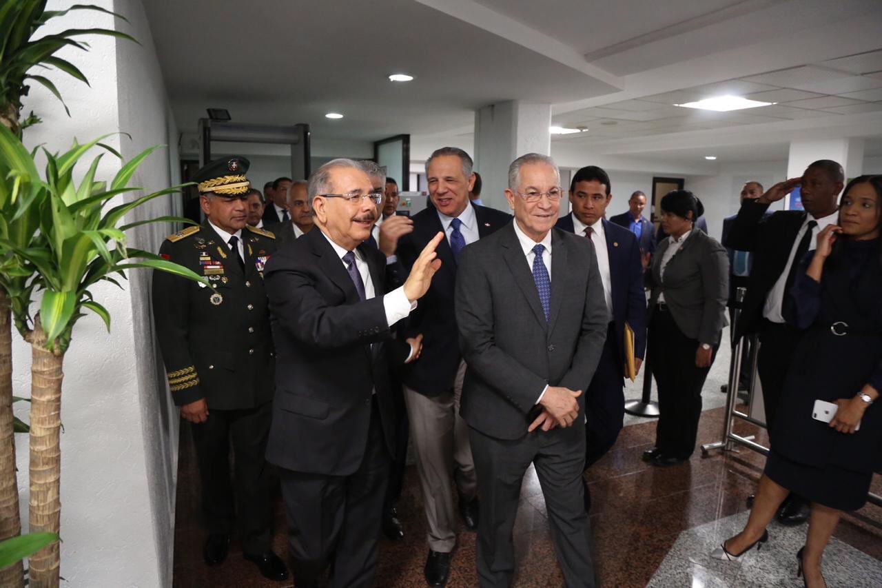 Presidente Danilo Medina parte hacia Roma, Italia.