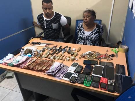 Tras hacerse viral video de punto de droga, el DICAN detiene madre e hijo