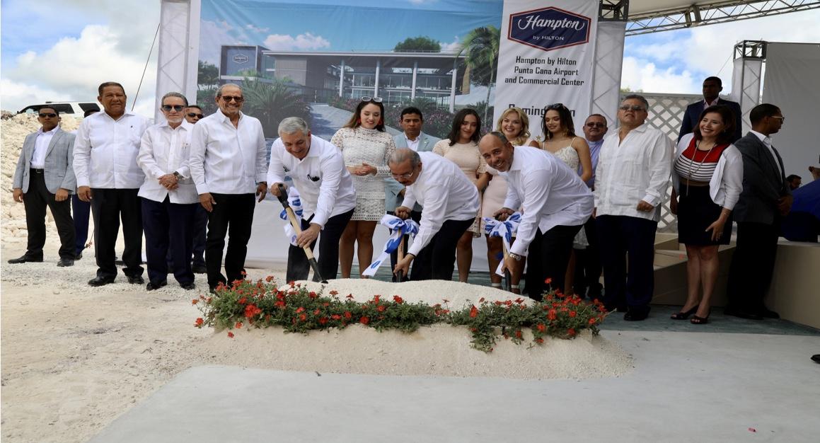 VIDEO: Danilo Medina participa primer palazo Hampton by Hilton Punta Cana Airport & Commercial Center, con 150 nuevas habitaciones