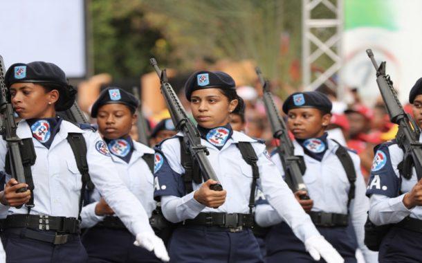 Presidente Danilo Medina acompaña al pueblo azuano. Encabeza desfile cívico militar en conmemoración 175 aniversario Batalla 19 de Marzo