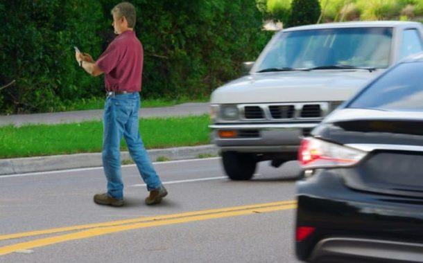 Multarán en NY personas escriban en celulares mientras crucen calles .