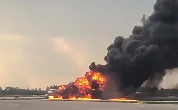 Al menos 13 muertos al incendiarse un avión en un aeropuerto de Moscú