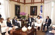 Danilo Medina recibe a presidente interino y CEO de OPIC, para promover inversiones EE. UU. en República Dominicana