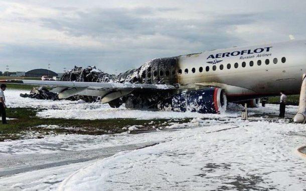Confirmados 41 muertos en el siniestro de un avión en un aeropuerto de Moscú