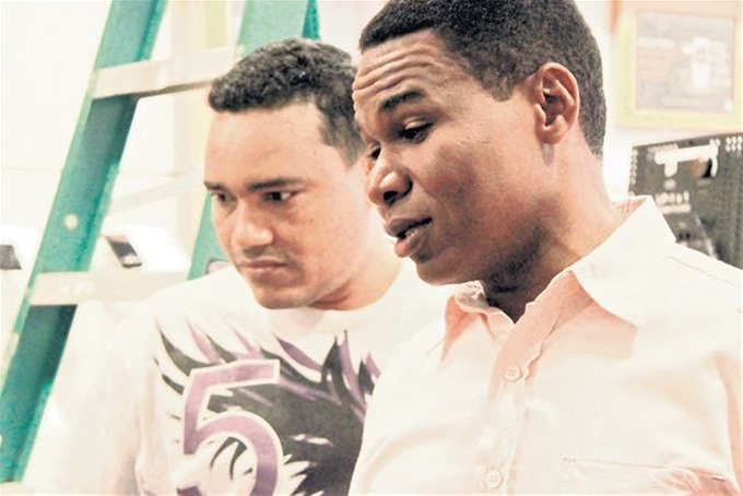 Le 'tumbaron' RD$15,000,000 a Raymond y Miguel