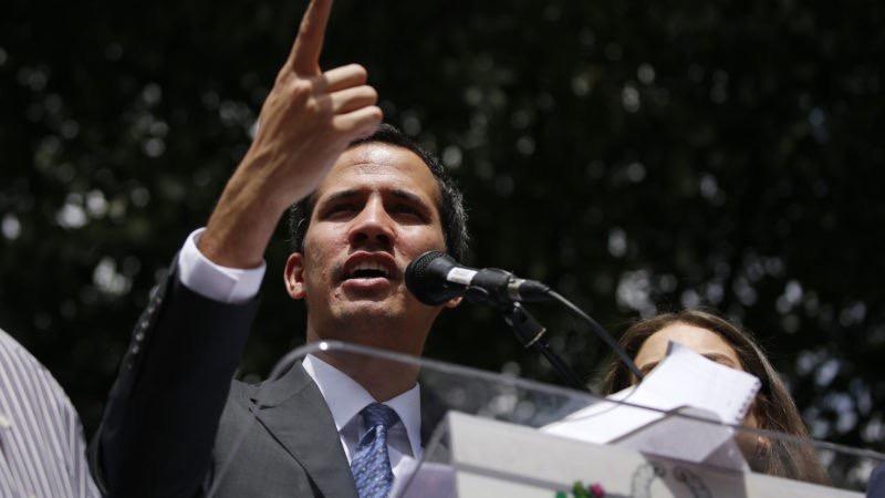 """Guaidó dice que no tolerará """"ningún mal manejo"""" de la ayuda humanitaria"""