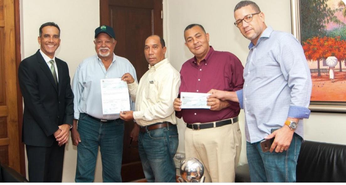 La entrega de los recursos responde al cumplimiento de lo acordado entre el presidente de la República y los pequeños ganaderos, durante la #VisitasSorpresa 250.