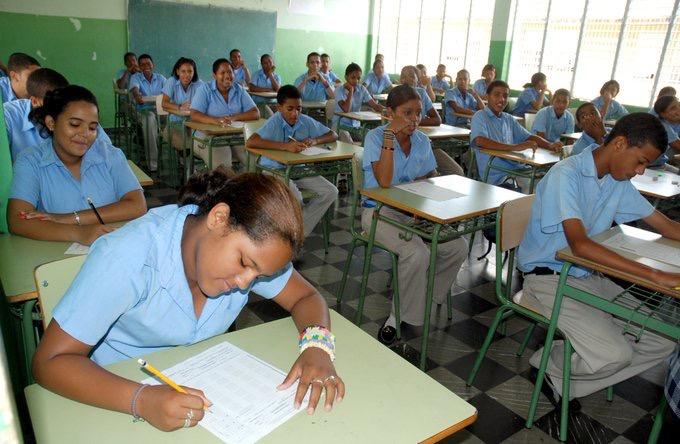 El 87% de estudiantes aprobó en primera convocatoria de las Pruebas Nacionales