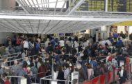 Filas en aeropuertos tras la caída del sistema de control fronterizo en EE.UU.