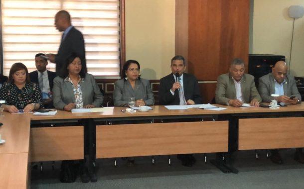 Diputados reciben rectora de la UASD para conocer solicitud de aumento presupuestario