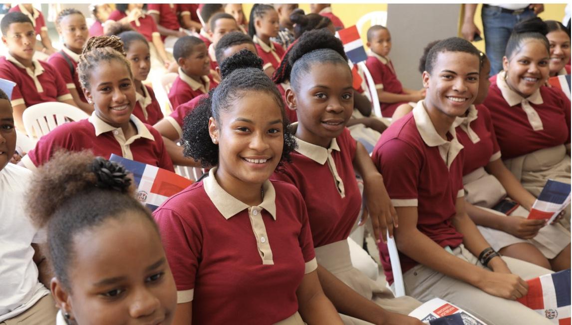 Samaná: Danilo Medina entrega liceo a la comunidad El Limón. 88% de los estudiantes de la provincia asiste a Jornada Escolar Extendida