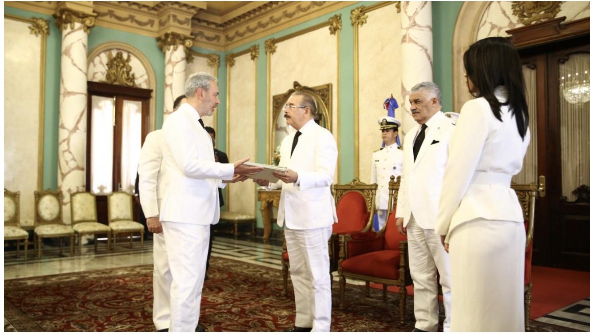 Nuevos embajadores México, Colombia, Georgia, Sri Lanka, Bélgica y Kazajstán presentan cartas credenciales al presidente Danilo Medina