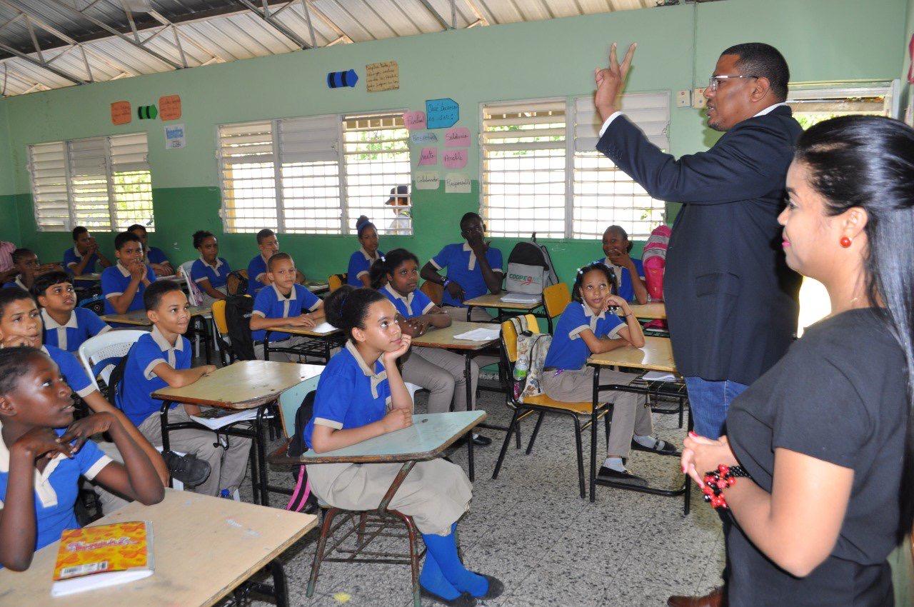 180 estudiantes reciben charlas de la OMSA sobreseguridad vial y cuidado de autobuses