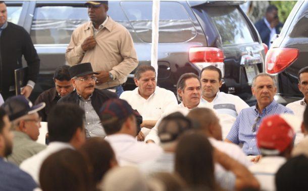 Danilo Medina celebra su cumpleaños brindando apoyo a pequeños ganaderos de Santiago Rodríguez. Dispone crédito solidario y donaciones