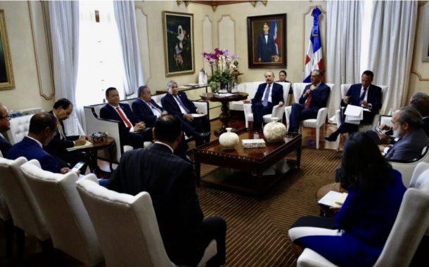 Danilo Medina pasa balance avances construcción de escuelas, liceos, politécnicos y estancias infantiles