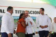 Presidente Medina entrega 759 certificados de títulos en Cabrera