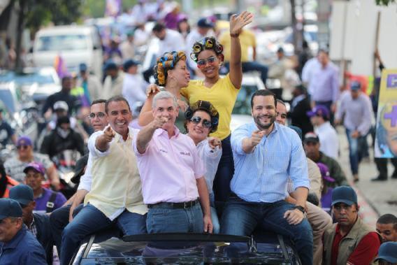 El Candidato presidencial encabezó recorrido en SDN y marcha caravana en la circunscripción número 3 del Distrito Nacional.