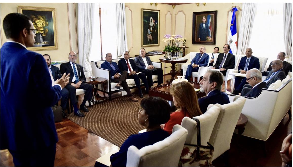 Presidente Danilo Medina discute gobernanza del sector agua