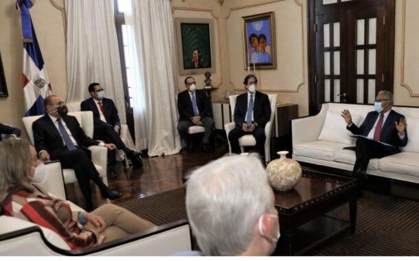 Presidente Danilo Medina evalúa primera fase desescalada junto a Comité de Emergencias y Gestión Sanitaria para el Combate del COVID-19